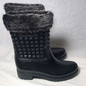 FOREVER 21-BLack Rain Boots fleece top/lined/9